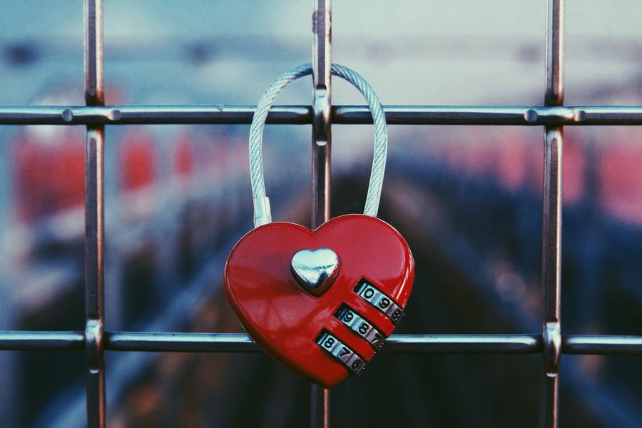heart-shaped-padlock_t20_kXG42R